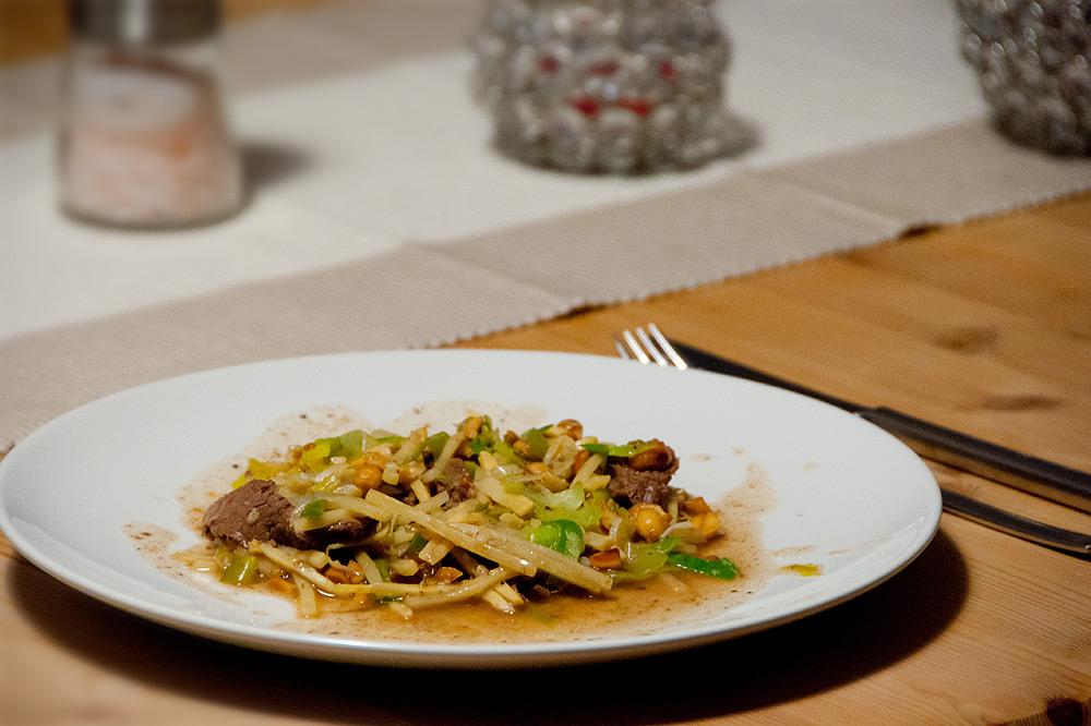 Asiatisches-Rindfleisch-mit-Erdnuessen