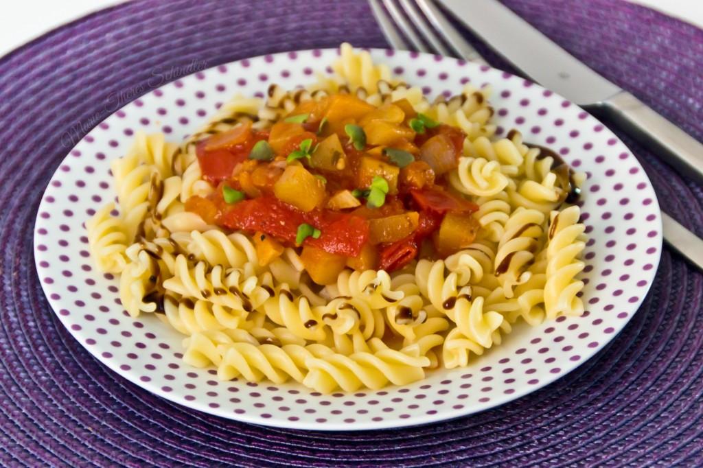 Tomaten-Zucchini-Sauce-01
