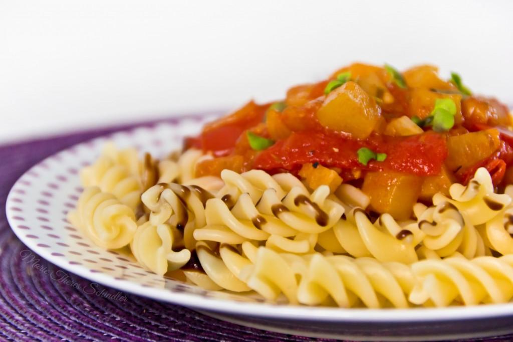 Tomaten-Zucchini-Sauce-02