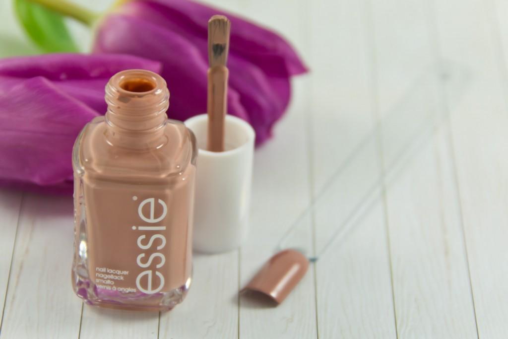 Essie-Flowerista-LE-03