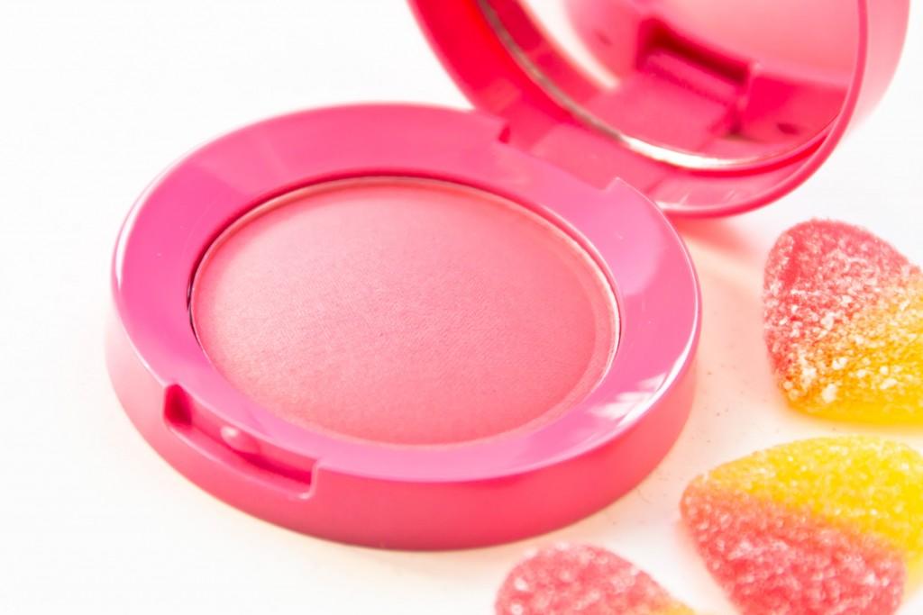 W7-Candy-Blush-06
