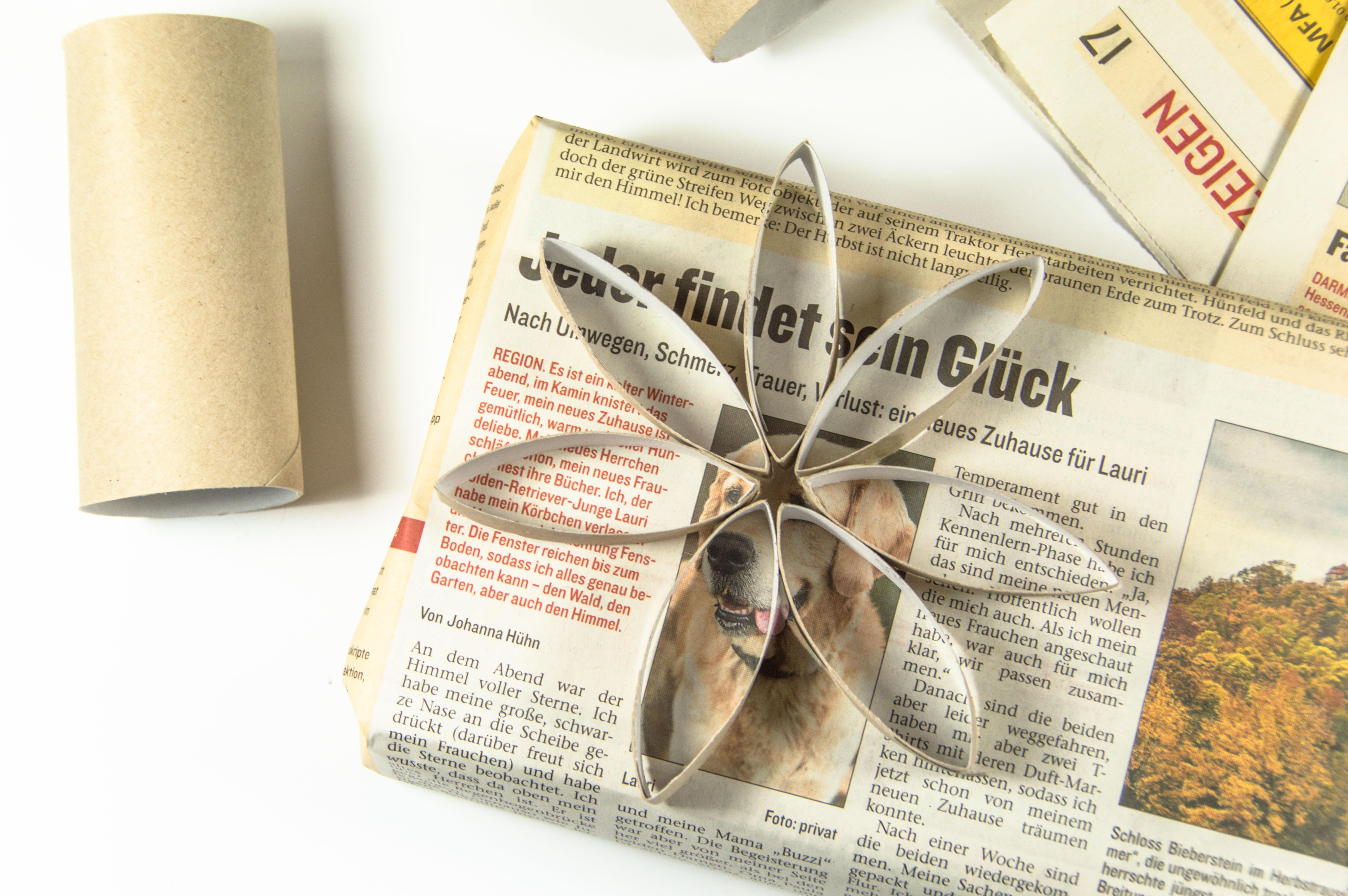 adventskr nchzchen geschenke einpacken mit zeitungspapier. Black Bedroom Furniture Sets. Home Design Ideas
